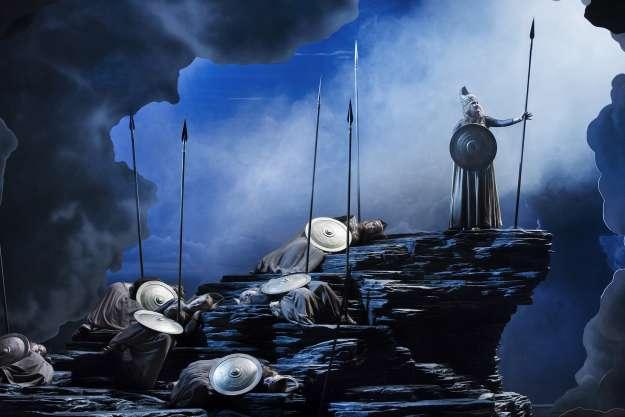 Glada änkan operachefens uppgång och fall